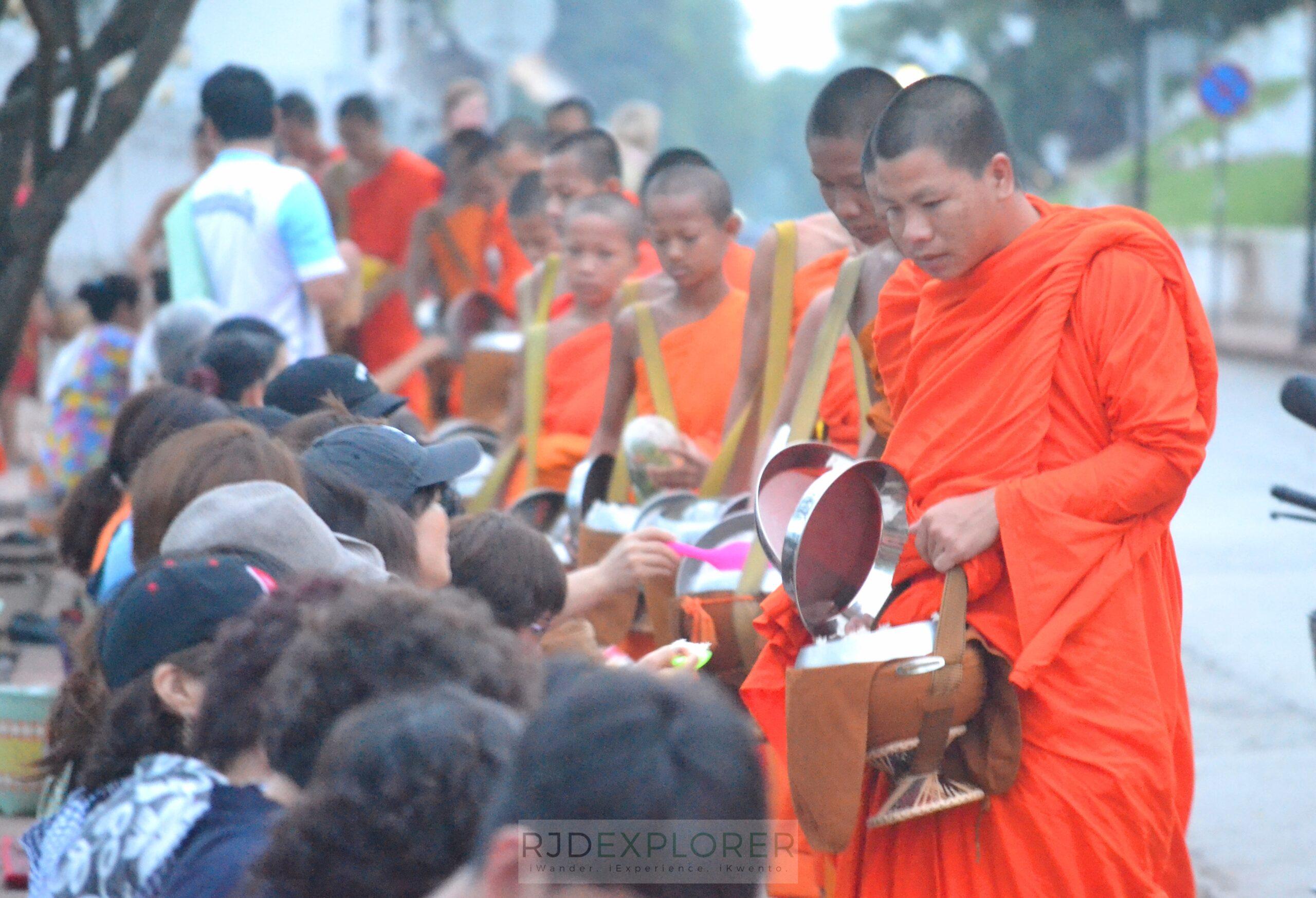 laos itinerary diy alms giving ceremony luang prabang